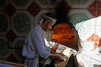 Yemen, Sanna, souk de la vielle ville classée au patrimoine mondiale de l'Unesco. Boulanger de quartier. // Yemen, Sanaa, Old Town, Unesco World Heritage, Bread factory.
