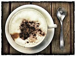 Xícara de café capuccino. FOTO: Jefferson Bernardes/Preview.com