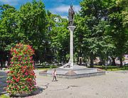 Augustów, pomnik Zygmunta Augusta w centrum miasta.