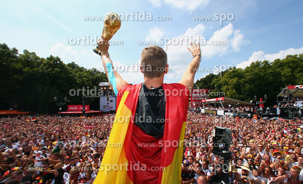 15.07.2014, Brandenburger Tor, Berlin, GER, FIFA WM, Empfang der Weltmeister in Deutschland, Finale, im Bild Bastian Schweinsteiger (GER) mit dem WM-Pokal // during Celebration of Team Germany for Champion of the FIFA Worldcup Brazil 2014 at the Brandenburger Tor in Berlin, Germany on 2014/07/15. EXPA Pictures © 2014, PhotoCredit: EXPA/ Eibner-Pressefoto/ Pool<br /> <br /> *****ATTENTION - OUT of GER*****