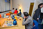 Nederland, Nijmegen, 14-2-2014Logeerhuis, weekendopvang, kinderhotel, voor kinderen met een psychische stoornis, vooral autisme.  Nadat de kinderen aangekomen zijn vertrekken de ouders en nemen de begeleiders het over.Foto: Flip Franssen