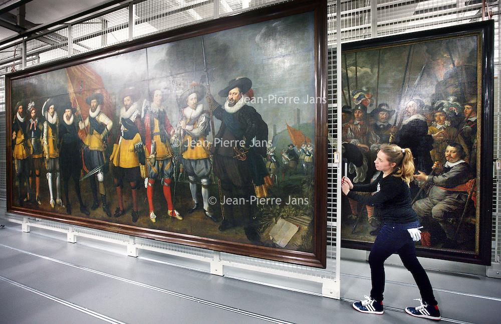 Nederland, Amsterdam , 12 februari 2014.<br /> Gallery of the Golden Age.<br /> Vandaag werd bekend dat drie musea in Amsterdam samen de Gallery of the Golden Age beginnen: een vaste tentoonstelling van meer dan 30 enorme groepsportretten 17e en 18e eeuw.<br /> Deze 'klasgenoten van de Nachtwacht' worden vanwege hun enorme omvang zelden tentoongesteld, maar in het 17e-eeuwse gebouw van de Hermitage is er ruimte voor. De tentoonstelling zal er vanaf eind november te zien zijn, maar bekijk hier alvast een selectie met onder meer de 'Anatomische les van dr. Deijman' van Rembrandt en schuttersportretten van Govert Flinck en Nicolaes Pickenoy.<br /> De zg Schuttersstukken opgeslagen in het depot van Amsterdam Museum, die tentoon gespreid zullen worden in de Hermitage.<br /> Foto:Jean-Pierre Jans