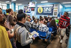Populares buscam emprego no SINE - Site Nacional de Empregos, no centro de Porto Alegre. Foto: Jefferson Bernardes/ Agência Preview