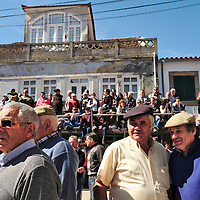 The arena and the crowd waiting for the arrival of the horsemen with the bulls for the Capeia Arraiana