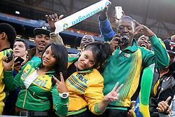 Torcedores brasileiros durante amistoso contra África do Sul, no estádio Soccer City, em Joanesburgo. FOTO: Jefferson Bernardes/ Agência Preview