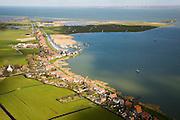 Nederland, Noord-Holland, Durgerdam, 16-04-2008; Durgerdammer Diepolder met aan de dijk Durgerdam, de Polder IJdoorn in het  Buiten-IJ / IJ-meer met het  Vuurtoreneiland; aan de verre horizon rechts Flevoland en Almere; linksboven begin van  het Kinselmeer; Waterland, Landelijk Noord, beschermd dorpsgezicht, weiland;typical former fisherman's village on the coast of the Zuyder Zee (now inner sea/lake - IJsse lake, IJsselmeer);...  .luchtfoto (toeslag); aerial photo (additional fee required); .foto Siebe Swart / photo Siebe Swart