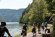 Radweg Donau zwischen Obermühl und Schlögen, Oberösterreich, Österreich | cycleway Danube between Obermuehl and Schloegen, Austria