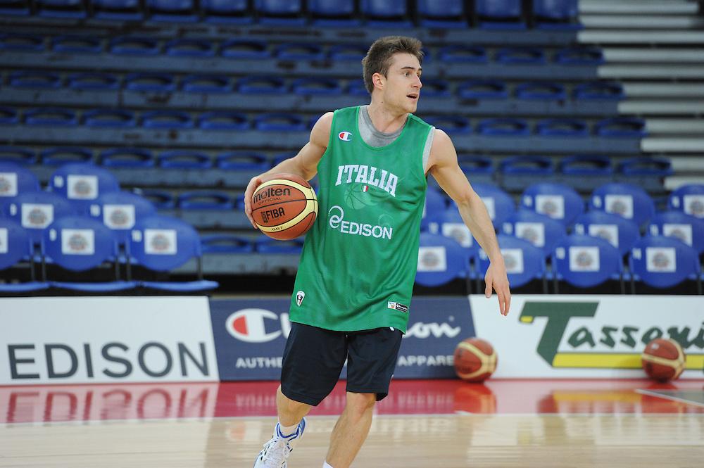 DESCRIZIONE : Pesaro allenamento All star game 2012 <br /> GIOCATORE : Andrea De Nicolao<br /> CATEGORIA : palleggio<br /> SQUADRA : Italia<br /> EVENTO : All star game 2012<br /> GARA : allenamento Italia<br /> DATA : 09/03/2012<br /> SPORT : Pallacanestro <br /> AUTORE : Agenzia Ciamillo-Castoria/GiulioCiamillo<br /> Galleria : Campionato di basket 2011-2012<br /> Fotonotizia : Pesaro Campionato di Basket 2011-12 allenamento All star game 2012<br /> Predefinita :