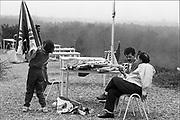 Nederland, Nijmegen, 15-10-1992Vakantiepark Zeven Heuvelen op landgoed Cantecleer bij Groesbeek, noodopvang waar asielzoekers verblijven. Vanwege de grote stroom, toestroom van vluchtelingen moeten verschilllende manieren van opvang geregeld worden. Veel vluchtelingen uit Afrika en Iran. Foto: Flip Franssen/ HH