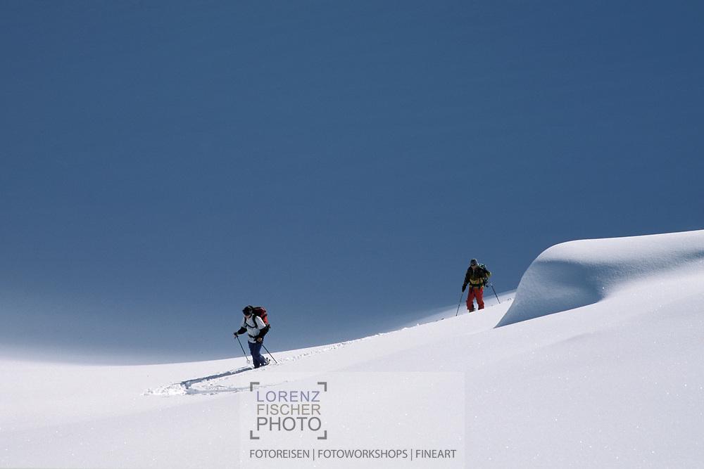 Zwei Skitourengeher im Aufstieg auf dem Brunnifirn, Disentis, Graubünden,Schweiz