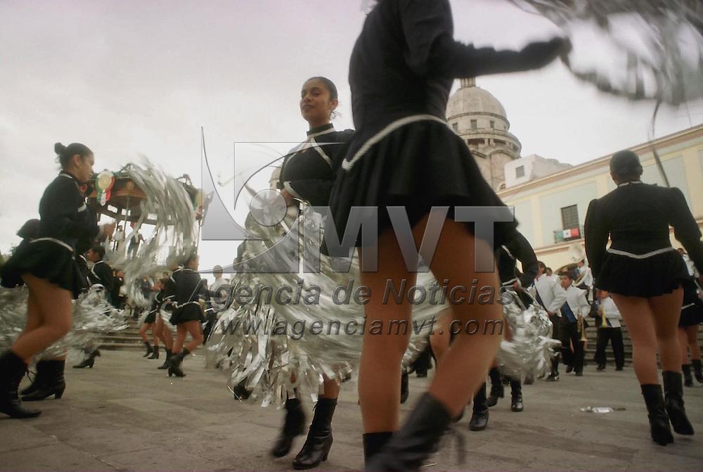 Toluca, Méx.- Estudiantes de la normal de maestros hacen bailables al cerrarse el ciclo de evento con motivo del mes patrio. Agencia MVT / Ricardo Ochoa. (FILM)<br /> <br /> NO ARCHIVAR - NO ARCHIVE