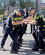 Koning Willem-Alexander brengt een werkbezoek aan de Politieacademie voor een korte kennismaking met de onderwijspraktijk. <br /> <br /> King Willem-Alexander is making a working visit to the Police Academy for a brief introduction to educational practice.