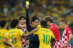 Jogadores reclamam contra arbitragem na partida entre Brasil x Croácia, na abertura da Copa do Mundo 2014, no Estádio Arena Corinthians, em São Paulo. FOTO: Jefferson Bernardes/ Agência Preview