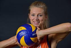 22-05-2015 NED: Selectie Nederlands Volleybalteam vrouwen 2015, Arnhem<br /> Op Papendal werd de photoshoot met de Nederlandse Volleybal vrouwen gedaan / Manon Flier #12