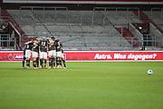 Fussball: 2. Bundesliga, FC St. Pauli - VFL Osnabrück, Hamburg, 27.11.2020<br /> Teamkreis FC St. Pauli vor dem Spiel<br /> © Torsten Helmke