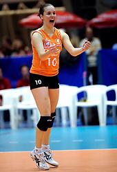 21-02-2008 VOLLEYBAL: CHAMPIONS LEAGUE: DELA MARTINUS - WINIARY BAKALLAND KALISZ: AMSTELVEEN<br /> Martinus wint met 3-0 / Janneke van Tienen<br /> ©2008-WWW.FOTOHOOGENDOORN.NL