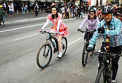 June 25, 2017 - Ciclistas aproveitam clima de festas juninas e pedalam a caráter na Avenida Paulista na manhã deste domingo  (Credit Image: © Aloisio Mauricio/Fotoarena via ZUMA Press)