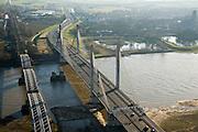 Nederland, Gelderland, Zaltbommel, 11-02-2008; rivier de Waal met de Martinus Nijhoffbrug over de Waal;verkeersbrug links met rechts de spoorbrug; de oude brug voor autoverkeer is gesloopt (pijler nog in de rivier); Bommelerwaard, bommel, Martinus Nijhofbrug, Martinus Nijhof, ..luchtfoto (toeslag); aerial photo (additional fee required); .foto Siebe Swart / photo Siebe Swart