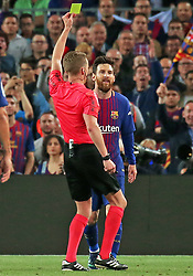 May 6, 2018 - Barcelona, Catalonia, Spain - referee Hernandez Hernandez shows ayellow card to Leo Messi during the match between FC Barcelona and Real Madrid CF, played at the Camp Nou Stadium on 06th May 2018 in Barcelona, Spain.  Photo: Joan Valls/Urbanandsport /NurPhoto. (Credit Image: © Joan Valls/NurPhoto via ZUMA Press)