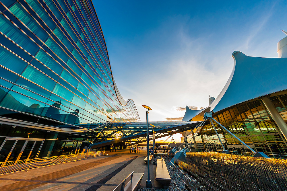 The Westin Denver International Aiport Hotel (on left) and Jeppesen Terminal (on right). The design of the hotel resembles a bird in flight and the curved roof mimics the concave shape of the terminals tent like roof.