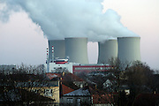 Temelin/Tschechische Republik, CZE, 11.12.06: Panorama des Dorfes Temelin mit Sicht auf die Kühltürme des Atomkraftwerks in Süd-Boehmen.<br /> <br /> Temelin/Czech Republic, CZE, 11.12.06: Panorama of the Temelin village with view on the exhalating cooling towers of the Temelin Nuclear Power Station in South Bohemia.