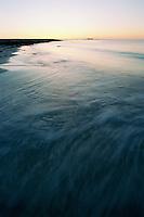 Bølgene slår inn over sandstranden på Kvalneset på Giske i Giske kommune. <br /> <br /> Waves during sunset at Kvalneset at the island Giske.<br /> Foto: Svein Ove Ekornesvåg