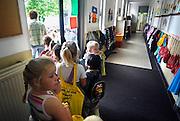 Nederland, Millingen, 6-6-2007..Leerlingen van de basisschool lopen naar buiten. Het gebouw wordt in de toekomst verbouwd tot gemeentehuis...Foto: Flip Franssen/Hollandse Hoogte