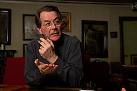 05 JAN 2005, BERLIN/GERMANY:<br /> Franz Muentefering, SPD Partei- und Fraktionsvorsitzender, waehrend einem Interview, Restaurant Tucher<br /> Franz Muentefering, Chairman of the Social Democratic Party Germany, during an interview<br /> IMAGE: 20050105-02-027<br /> KEYWORDS: Franz Müntefering, Zigarillo, raucht, rauchen