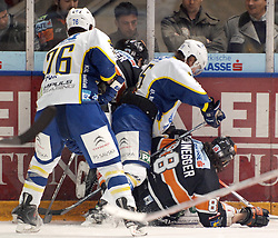 25.02.2010, Eisstadion Liebenau, Graz, AUT, EBEL, Graz 99ers vs KHL Zagreb, im Bild Aaron Fox (76, KHL Zagreb), Andy Sertih (15, KHL Zagreb), Mark Brunnegger (88, 99ers), Foul, EXPA Pictures © 2010, PhotoCredit: EXPA/ J. Hinterleitner / SPORTIDA PHOTO AGENCY.