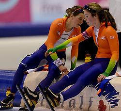 13-01-2013 SCHAATSEN: EK ALLROUND: HEERENVEEN<br /> NED, Speedskating EC Allround Thialf Heerenveen / 1500 women - Ireen Wust en Antoinette de Jong<br /> ©2013-FotoHoogendoorn.nl