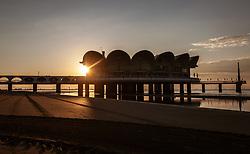 """THEMENBILD - der Steg und das Restaurant """"Terrazza a Mare"""" bei Sonnenaufgang, aufgenommen am 16. Juni 2018, Lignano Sabbiadoro, Österreich // the pier and the restaurant """"Terrazza a Mare"""" at sunrise on 2018/06/16, Lignano Sabbiadoro, Austria. EXPA Pictures © 2018, PhotoCredit: EXPA/ Stefanie Oberhauser"""