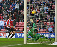 Photo: Andrew Unwin.<br /> <br /> Sunderland v Luton Town. Coca Cola Championship. 09/12/2006.<br /> <br /> Sunderland's Daryl Murphy (L) equalises for his team.