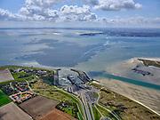 Nederland, Noord-Holland, Texel 07-05-2021; het Horntje, de haven van Den Hoorn, met de veerboot Dokter Wagemaker van rederij TESO. Auto's staan opgesteld om met het veer mee te kunnen. Den Helder aan de horizon.<br /> Het Horntje, the harbor of Den Hoorn, with the ferry Dokter Wagemaker from shipping company TESO. Cars are lined up to go with the ferry.<br /> aerial photo (additional fee required)<br /> copyright © 2021 foto/photo Siebe Swart