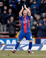 Photo: Daniel Hambury.<br />Crystal Palace v Norwich City. Coca Cola Championship. 25/02/2006.<br />Palace's Andrew Johnson applauds the fas as he is substituted.