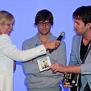 NLD/Hoofddorp/20110616 - Nick en Simon gastredacteuren damesblad Margriet, Nick Schilder overhandigt de nieuwe cd single aan Leontine van den Bos,hoofdredactrice Margriet