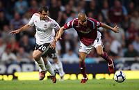 West Ham's Kieron dyer battles with liverpool's javier mascherano<br /> F.A. Barclaycard Premiership. West Ham United v Liverpool. 19.09.09<br /> Photo By Karl Winter Fotosports International