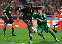 20100401: LISBON, PORTUGAL - SL Benfica vs Liverpool: Europa League 2009/2010 - Quarter-Finals - 1st leg. In picture: Glen Johnson and Pepe Reina (Liverpool). PHOTO: Alvaro Isidoro/CITYFILES