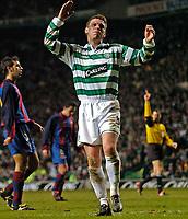 Photo. Jed Wee.Digitalsport<br /> Glasgow Celtic v Barcelona, UEFA Cup, Celtic Park, Glasgow. 11/03/2004.<br /> Celtic's Alan Thompson rues a squandered chance.