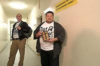 25 MAY 2004, BERLIN/GERMANY:<br /> Andreas Roy (R), eine Art unabhangiger Aktivist fuer das Christentum, und der Mitangeklagte Christian Arnold (L),warten auf ihren Prozess wegen Absägens einer Weihnachtstanne auf dem Breitscheidplatz, Kriminalgericht Moabit<br /> IMAGE: 20040525-01-004