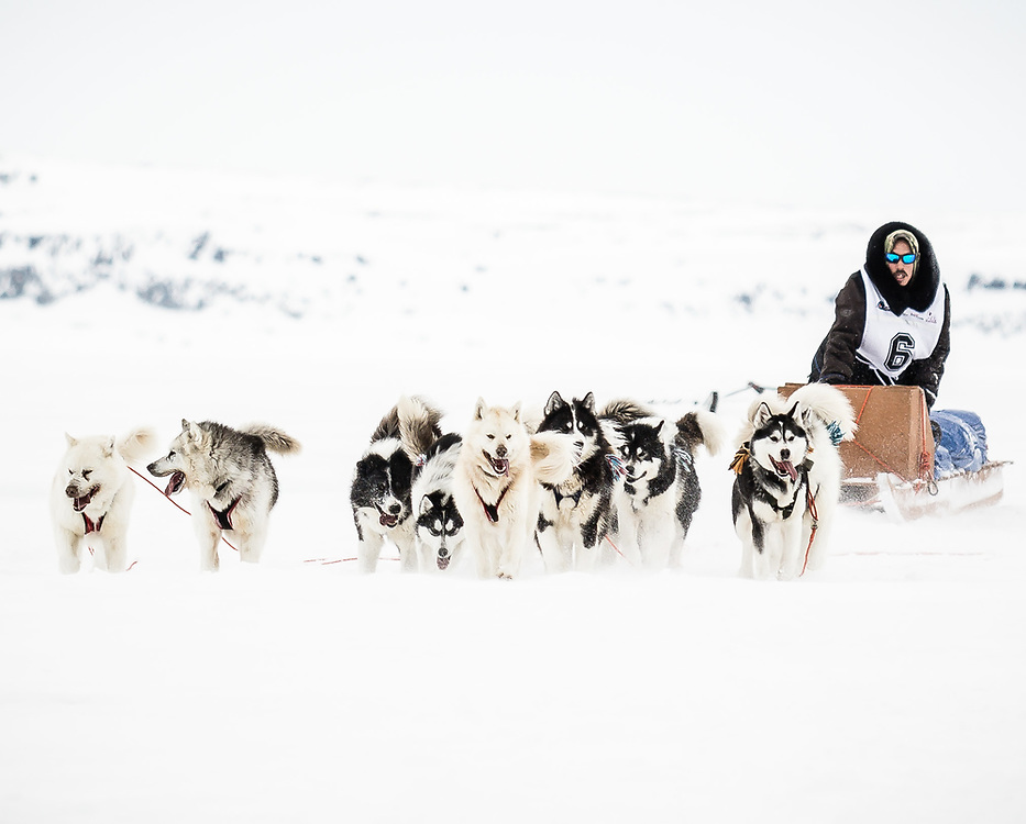 A racing team arriving in Inukjuak.