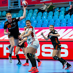 Dione Housheer of Netherlands, Petra Tovizi of Hungary in action during the Women's EHF Euro 2020 match between Netherlands and Hungry at Sydbank Arena on december 08, 2020 in Kolding, Denmark (Photo by RHF Agency/Ronald Hoogendoorn)