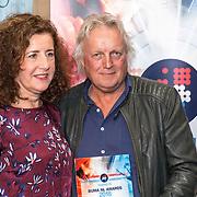 NLD/Den Haag/20180920 - Minister Ingrid van Engelshoven reikt de Life Time Achievement Award uit aan Thomas Tol, Minister Ingrid van Engelshoven reikt de award uit aan  Thomas Tol