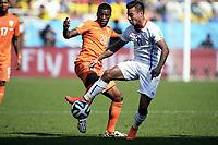 Fotball , 23. juni 2014 VM<br /> Nederland - Chile<br /> Hollands Georginio Wijnaldum och Chiles Eduardo Vargas<br /> <br /> Norway only