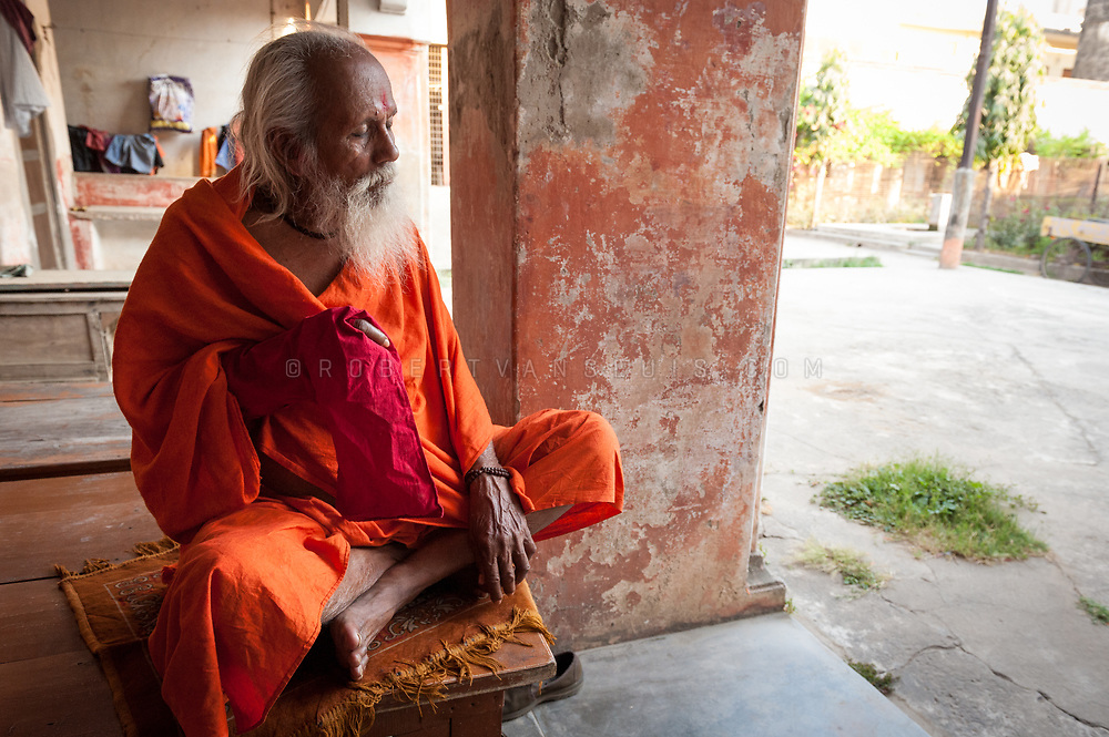 Portrait of Ram Rupa, a sannyasin at the Mumukshu Bhawan hospice in Varanasi, India. Photo © robertvansluis.com