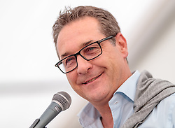 21.04.2018, Kuglhof, Salzburg, AUT, Landtagswahl in Salzburg 2018, FPOe Wahlkampfschlussveranstaltung, im Bild Vizekanzler Heinz- Christian Strache (FPOe) // Austrian Vice Chancellor Heinz- Christian Strache during a campaign event of the FPOe Party for the State election in Salzburg 2018. Kuglhof in Salzburg, Austria on 2018/04/21. EXPA Pictures © 2018, PhotoCredit: EXPA/ JFK