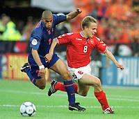 Fotball<br /> EM 2000 - Euro 2000<br /> Foto: Witters/Digitalsport<br /> NORWAY ONLY<br /> <br /> Michael REIZIGER<br /> Jesper GRØNKJÆR <br /> Nederland v Danmark 3-0
