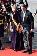Prinsjesdag 2014 - Aankomst  Gouden Koets op het Binnenhof. /// Parlement Day 2014 - Arrivals Golden Carriage at the Binnenhof.<br /> <br /> Op de foto / On the photo:   Prins Constantijn en prinses Laurentien