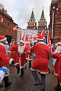 Moscow, Russia, 17/12/2005.&#xA;Putin supporters dressed as Santa Claus dance near Red Square after a demonstration. Approximately 70,000 members of the pro Kremlin youth organisation Nashi [Ours],  demonstrated to wish World War Two veterans a happy New Year. Most of the demonstrators were dress as Dyed Moroz, the Russian Santa Claus, or his partner Snegurichka, the Snow Maiden.<br />