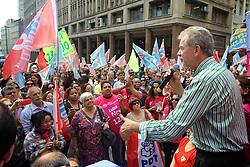 José Fortunati durante ato de campanha na Esquina Democrática, centro de Porto Alegre. FOTO: Jefferson Bernardes/Preview.com