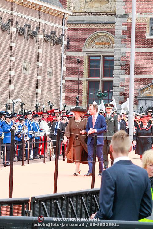 NLD/Amsterdam /20130413 - Heropening Rijksmuseum 2013 door Koningin Beatrix, Koningin Beatrix met de directeur van het Rijksmuseum Wim Pijbes